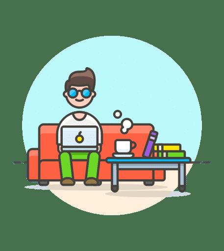 בחור יושב על הספה ועובד דרך המחשב הנייד